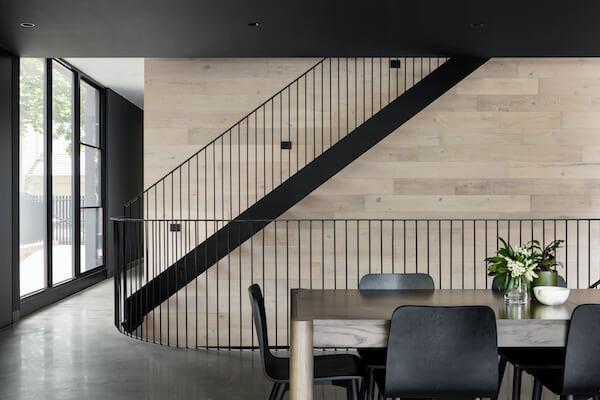 Comment réparer un escalier métallique ?