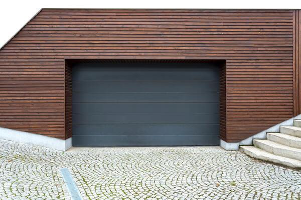 Comment réparer une porte de garage ?